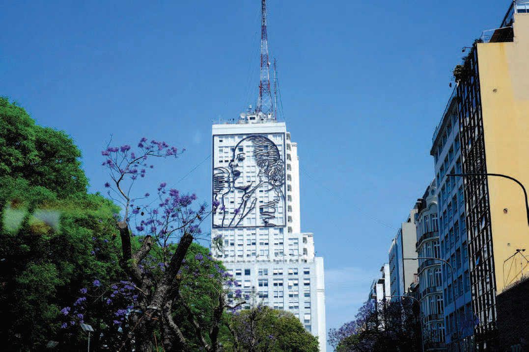 Evita on the north side of the Social Development Ministry building