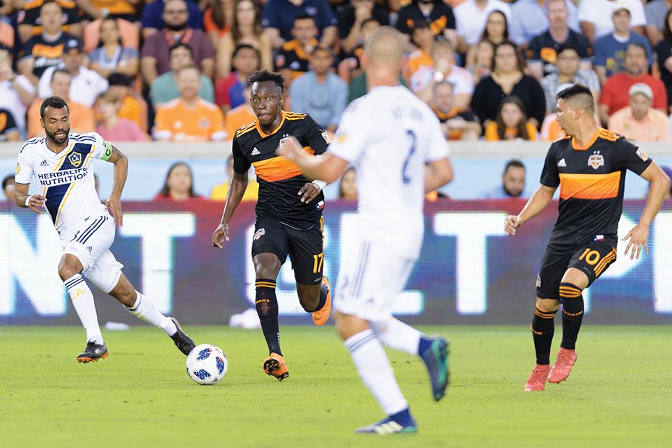 Dynamo v LA  Ellis and Cole in action